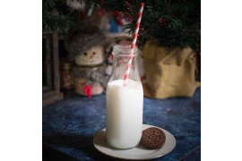 Holiday milk glass-574019 by lindamayo1. Pixabay.com. CC0
